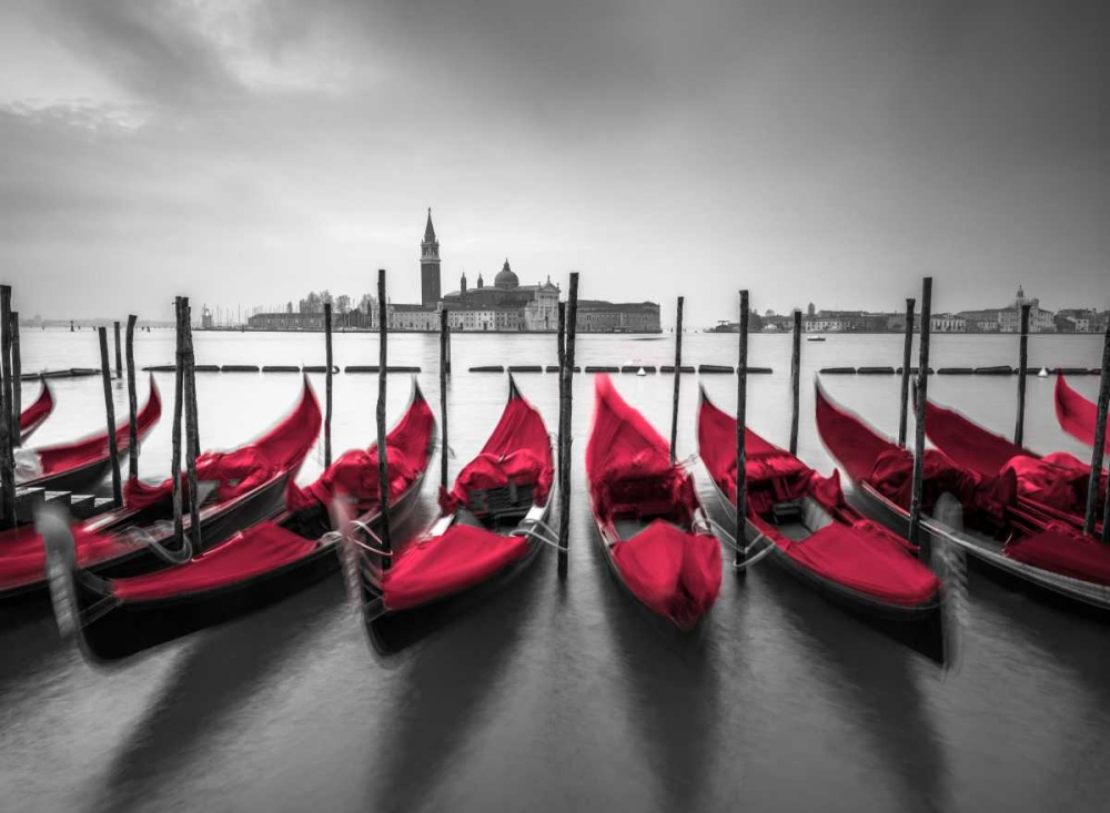 Bunch of Roses and umbrella on pier with gondolas moored in canal, Venice, Italy Frank, Assaf 103439