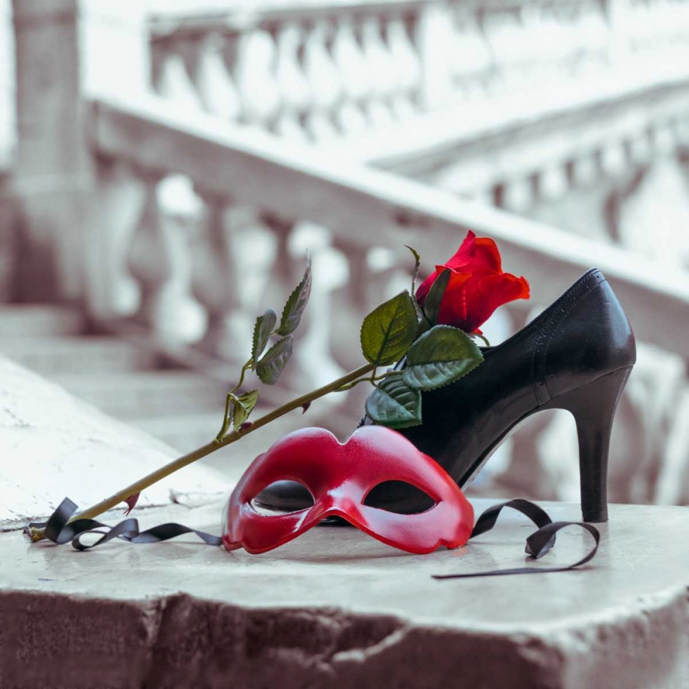 Venetian mask and high heel shoe with red rose, Rialto bridge, Venice, Italy Frank, Assaf 103446