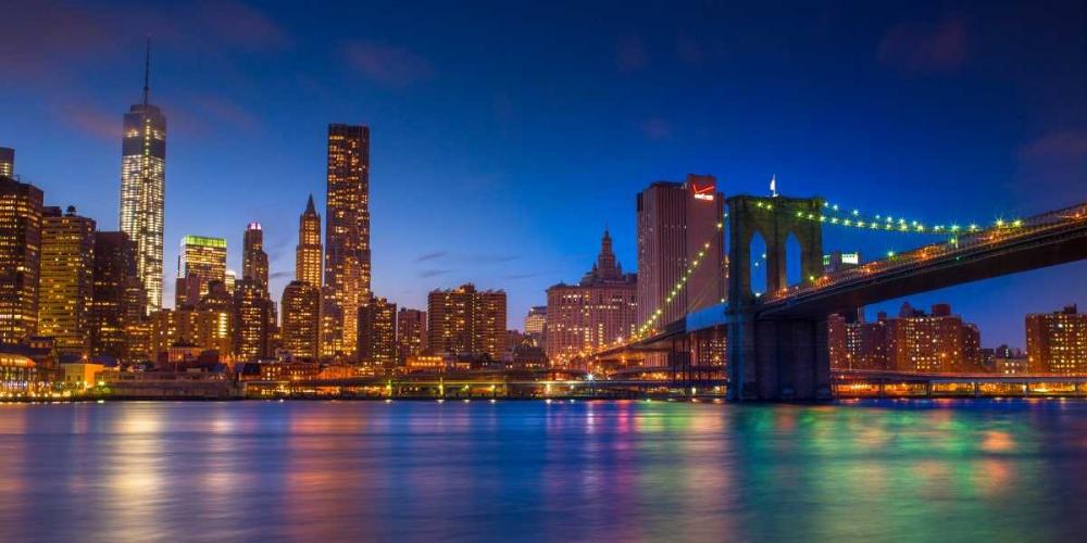 Evening shot of Lower Manhattan skyline and Brooklyn Bridge, New York Frank, Assaf 103533