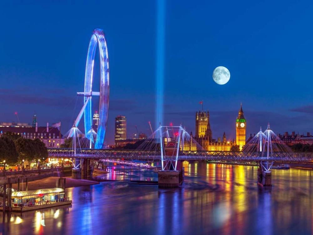 Night view of the London Eye, Golden Jubilee bridge and Westminster, London, UK Frank, Assaf 103665