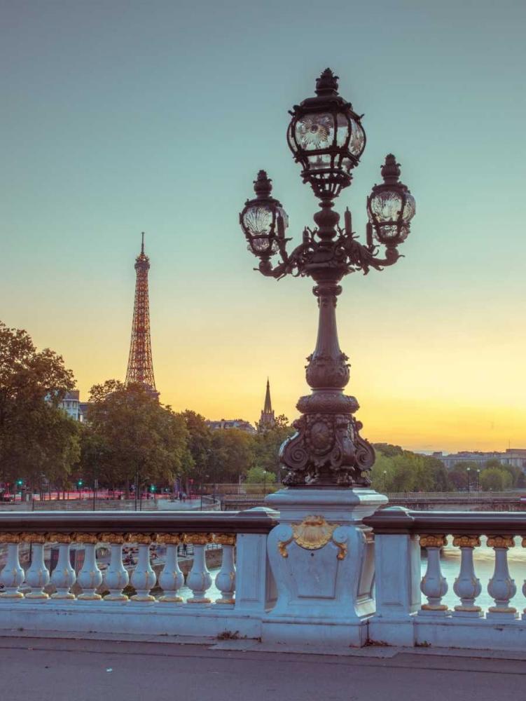 Street light on a bridge with Eiffel Tower in bakcground, Paris, France Frank, Assaf 103697