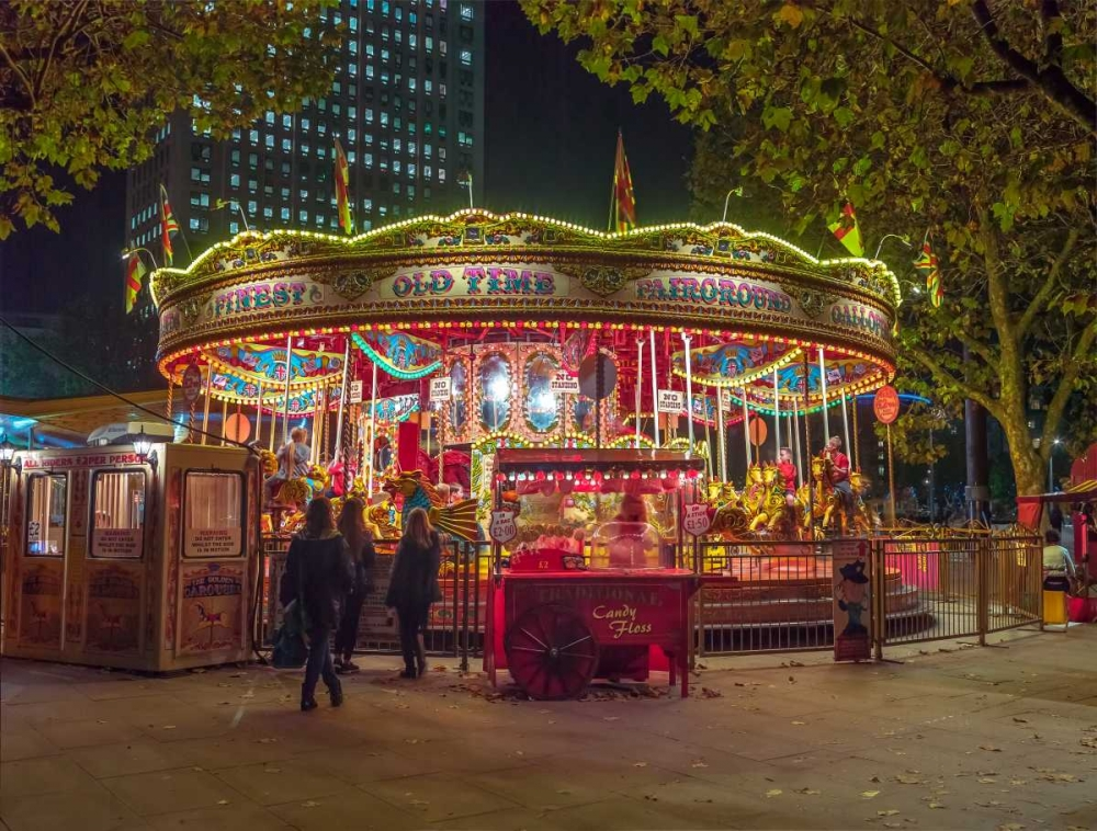 Spinning carousel at night in garden, London, UK Frank, Assaf 103725