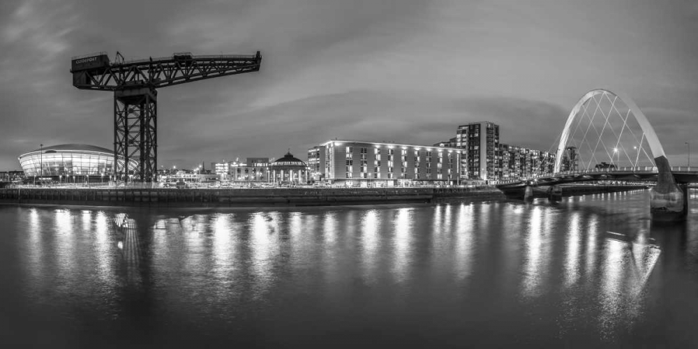 View along the river Clyde at night, Glasgow Frank, Assaf 104403