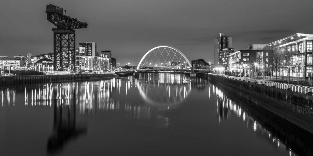 View along the river Clyde at night, Glasgow Frank, Assaf 104406