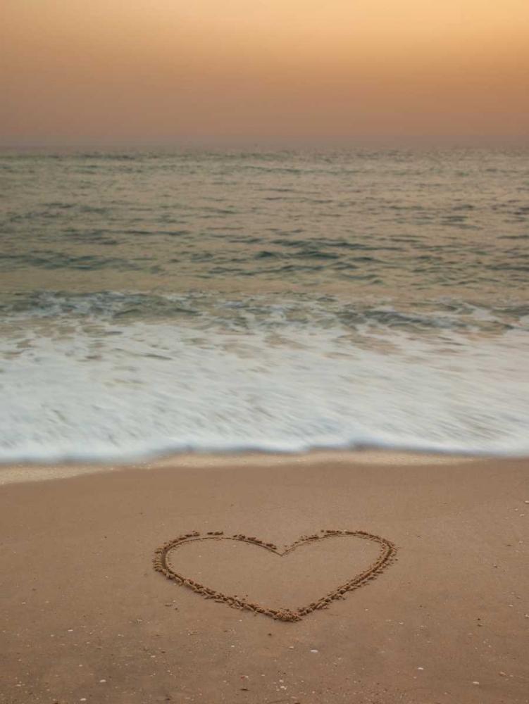 Sand writing - Heart shape drawn on beach Frank, Assaf 103966