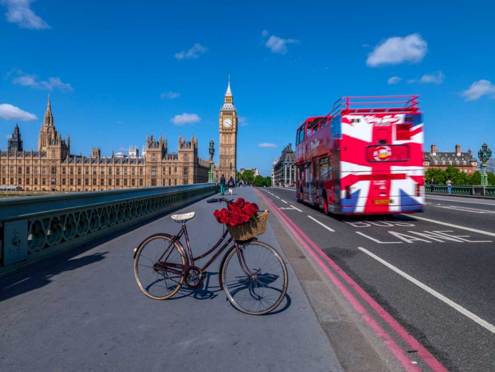 Bicycle with bunch of flowers on Westminster Bridge , London, UK Frank, Assaf 103991