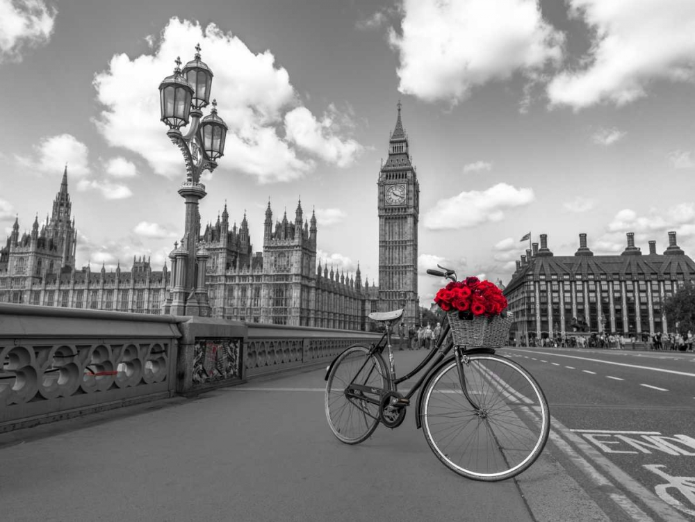 Bicycle with bunch of flowers on Westminster Bridge, London, UK Frank, Assaf 103995