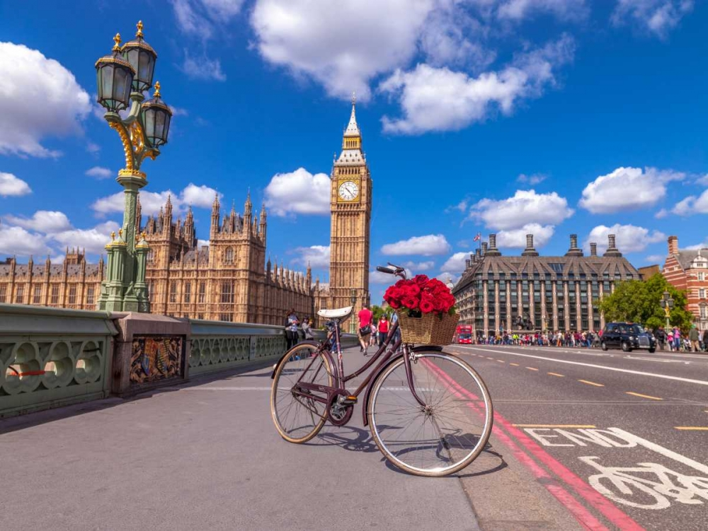 Bicycle with bunch of flowers on Westminster Bridge, London, UK Frank, Assaf 103998
