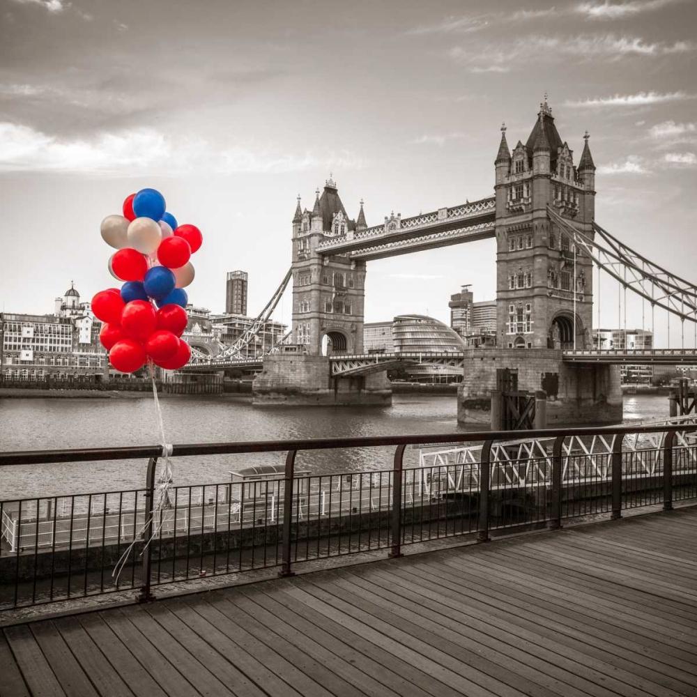 Balloons on promenade near Tower bridge, London, UK Frank, Assaf 104030