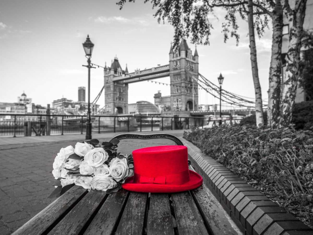 Red Hat with bunch of Roses on a bench near Tower Bridge, London, UK Frank, Assaf 104031