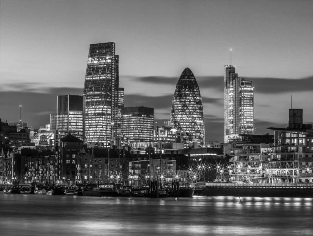 London skyline over river Thames, UK Frank, Assaf 104105