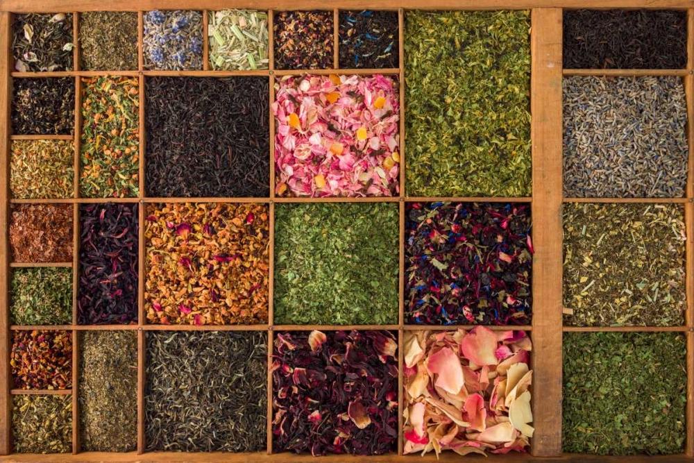 Varieties of tea in a wooden box Frank, Assaf 104370