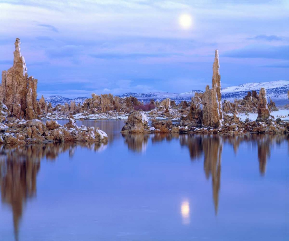 CA Full Moon over Tufa Formations on Mono Lake Talbot Frank, Christopher 135180